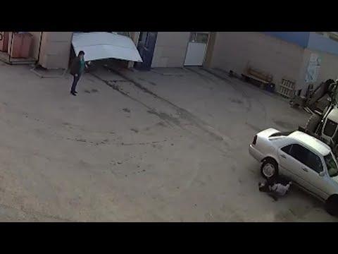 Чистая машина убивает женщину на автомойке