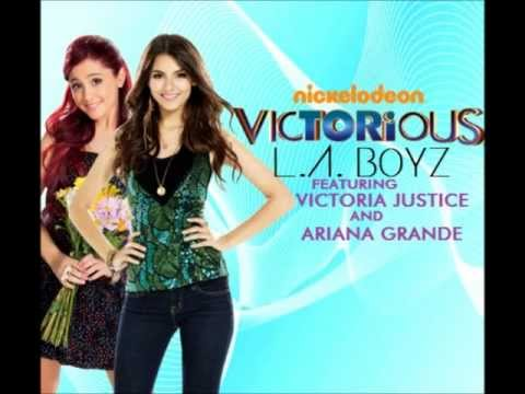 Tekst piosenki Victoria Justice - L.A. Boyz  ft. Ariana Grande po polsku