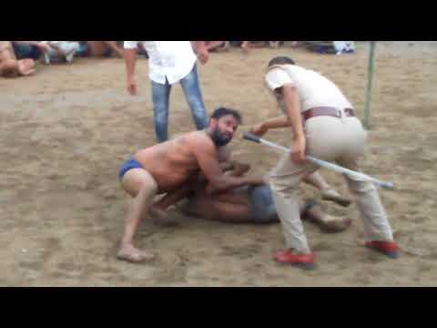 थापा पहलवान कि खतरनाक कुश्ती पंजाब पुलिस के आगे