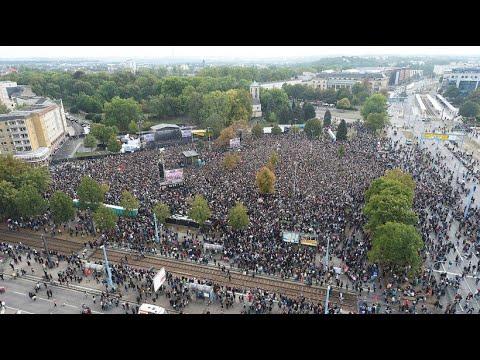 Bündnis Unteilbar: Auftakt-Demonstration in Leipzig - Tausende bieten Rechten die Stirn