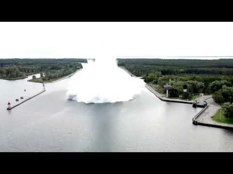 Подводный взрыв бомбы времён Второй мировой войны