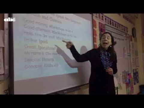 Maestra paraguaya enseña guaraní en España (VIDEO)