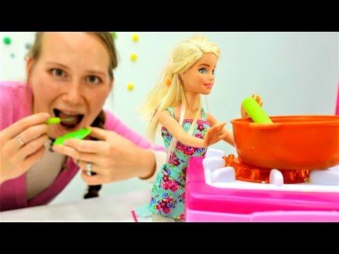 Мамы и дочки. Игры для девочек и видео про куклы Барби. Барби как мама (видео)