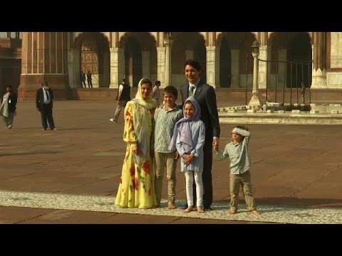 العرب اليوم - شاهد: رئيس وزراء كندا يزور وعائلته أكبر مسجد في الهند