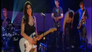 Amy Winehouse - Stronger Than Me (Live at Jools Holland - 2003)