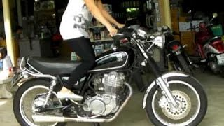10. Yamaha SR400 exhaust sound and fly by