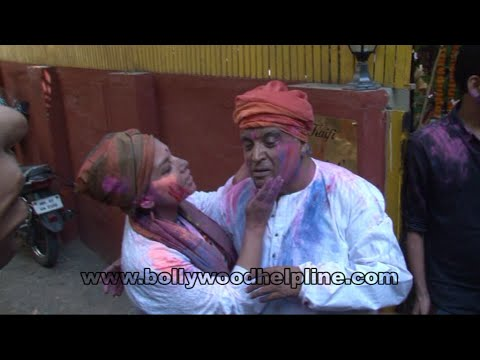 Javed Akhtar Celebrating Holi With  Dia Mirza, Farhan Akhtar & More Celebs