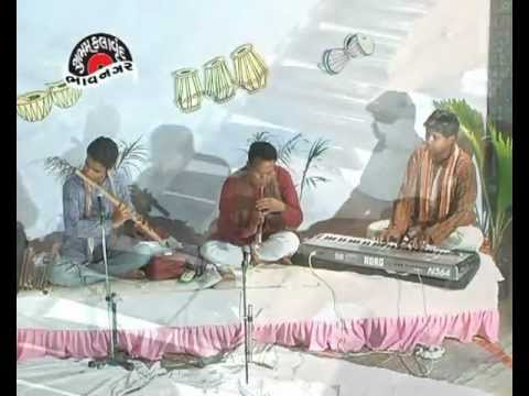 Video Dholida to dhdukya (Vidai) Gujarati lagna geet by Surabhi Ajit parmar's shubhamkalavrund. download in MP3, 3GP, MP4, WEBM, AVI, FLV January 2017