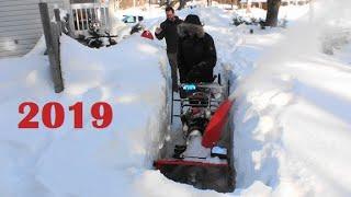 3. 2016 Ariens Platinum SHO Track 28 in 5 Feet of Snow