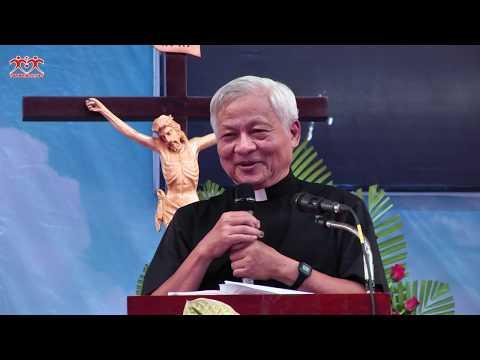 """Lm  Ernest Nguyễn Văn Hưởng thuyết trình đề tài """"Sự Tín Thác vào Lòng Chúa Thương Xót"""""""