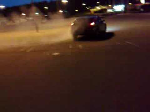 Dodge Magnum RT - Drifting a bit