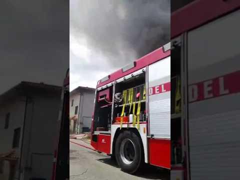 Morro d'Oro, brucia plastica vicino ad un'abitazione VIDEO