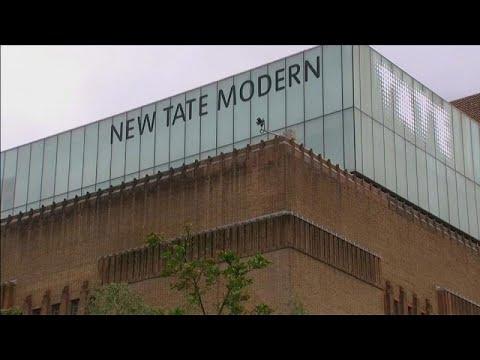17-Jähriger stößt 6-Jährigen vom 10. Stock der Tate M ...