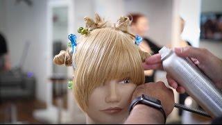 Lihat Hair Dresser Ini Beraksi Ciptakan 6 Gaya Poni Rambut