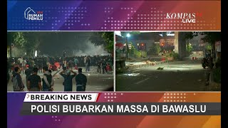 Download Video Bentrok Massa Aksi Bawaslu Bergeser ke Tanah Abang, Polisi Kerahkan Water Cannon MP3 3GP MP4