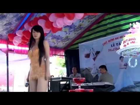 hình Video DJ - Hot Girl Váy Ngắn Hát Túp Lều Lý Tưởng Quẩy Tung Đám Cưới