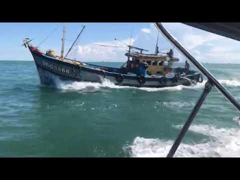 Bắt 4 tàu cá khai thác hải sản trái phép
