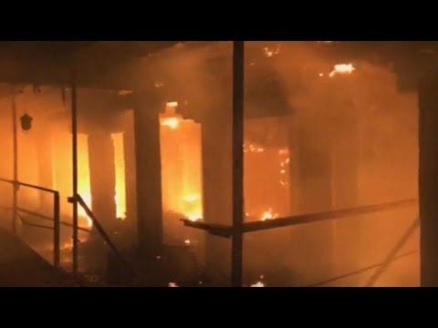 Μεγάλη φωτιά σε εργοστάσιο – Ένας πυροσβέστης νεκρός