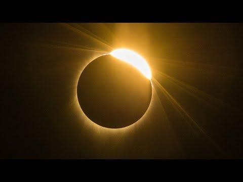 Полное солнечное затмение наблюдали с запада до востока США (новости) - DomaVideo.Ru
