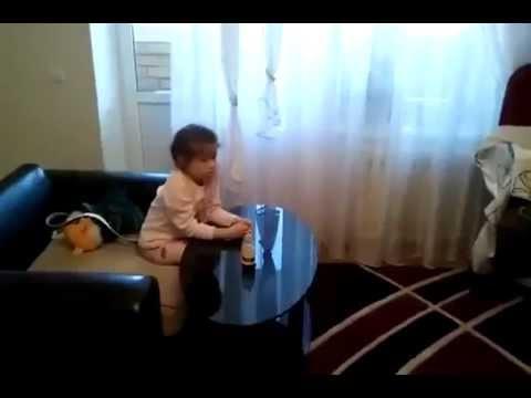 ดูหนังโป๊ - เด็กน้อยนั่งดูทีว เสียงพากย์มันอะ อ๊า อัลไลไม่รู้ บอกเลยว่าถ้าไม่ได้เห็นหน้าจอทีวี...