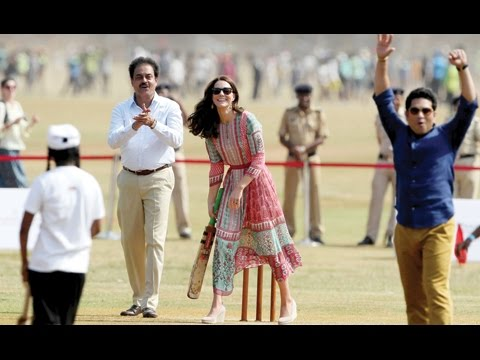 Prince-William-and-Kate-play-cricket-with-Sachin-Tendulkar-on-Indian-tour