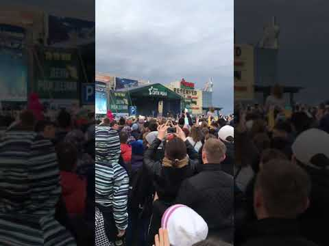 Бузова в Тюмени сити молл (видео)