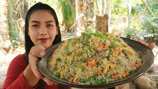 Video Yummy cooking fried rice with beef recipe - Cooking skill MP3, 3GP, MP4, WEBM, AVI, FLV Maret 2019