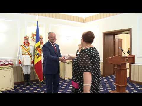 Igor Dodon a înmînat distincții de stat unor cetățeni ai Republicii Moldova