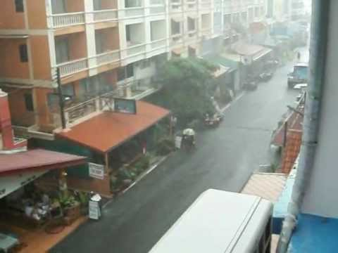 Raining in Jomtien – Soi Welcome