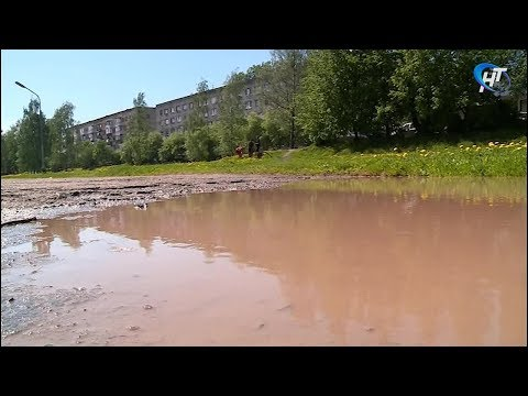 На набережной реки Гзень устраняется авария