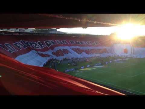Himno de Bogotá y bandera 'UNA SOLA HINCHADA' - La Guardia Albi Roja Sur - Independiente Santa Fe