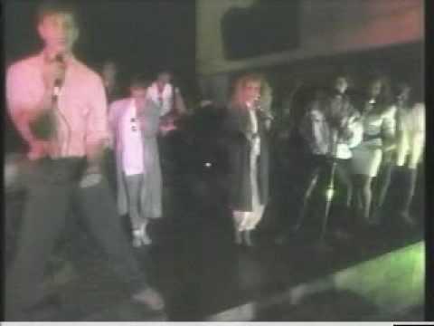 Tekst piosenki Timbiriche - Con Todos Menos Conmigo po polsku