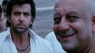 Nonton Hrithik goes back to his old house - Agneepath Film Subtitle Indonesia Streaming Movie Download