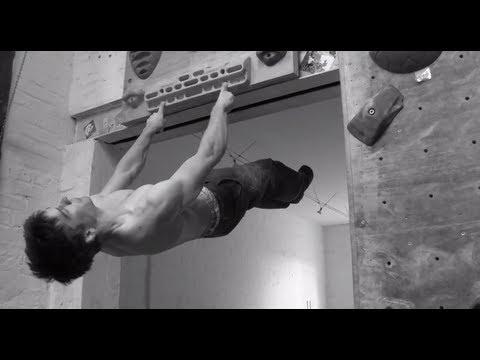 用兩根指頭吊單槓的超猛攀岩選手─Jan Hojer