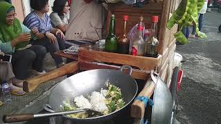 Video YANG ANTRI SAMPE BARIS BELI NASI GORENGNYA | NASI GORENG | FRIED RICE MP3, 3GP, MP4, WEBM, AVI, FLV Maret 2019