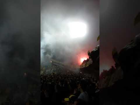 Hinchada de peñarol vs liverpool !!! - Barra Amsterdam - Peñarol