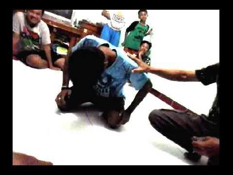 Jejak Paranormal - Proses Membujuk Jin Suruhan Agar Mau ke Jalan Yang benar  di Desa Sawahan 5 (видео)