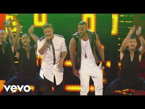 Ricky Martin - La Mordidita ft. Yotuel (Premios Juventud 2015) [Courtesy of Univision]