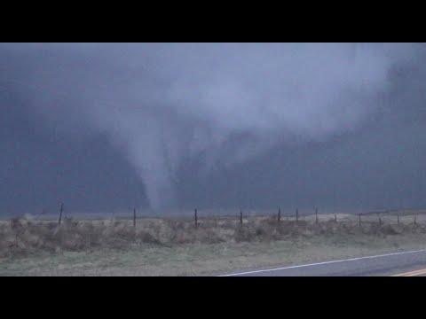 Tornado Sisters near Eva, Oklahoma 4/15/16 (видео)