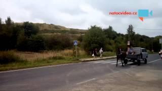 NOVINKY NA SILNICI! Trabant tažený koňmi nebo křižovatka řízená slony