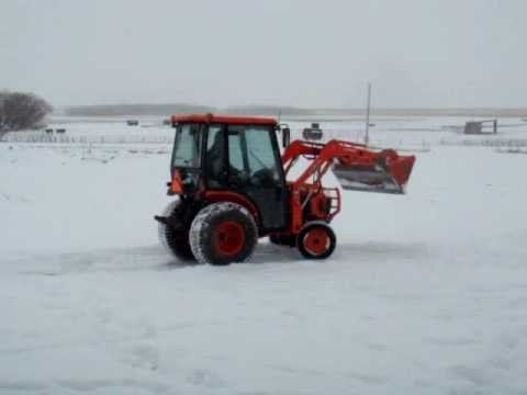 Kubota b3030 HSDC pushing snow with loader using floater valve