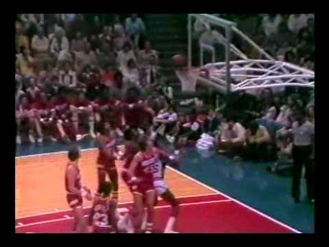 Moses Malone scores 33 points, grabs 25 rebounds vs. Spurs