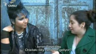 SAYE SKY IN CHANNEL D TURKEY (IRANIAN LESBIAN SINGER) 20101031_024938 KANAL D.flv