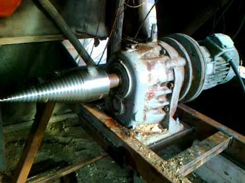 Kúpos - HAJTÓMŰVES KÚPOS HASÍTÓ 01. 90mm kúp 8mm menetemelkedés, cserélhető edzett kúpvéggel, a hajtómű 2850-ről 203-ra csökkenti a fordulatot, a motor 3Kw 3fázisú m...