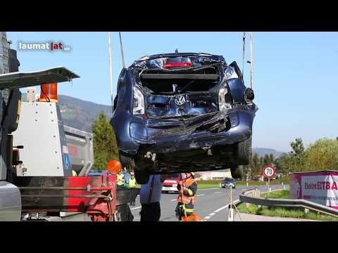 Verkehrsunfall zwischen LKW und PKW in Micheldorf in Oberösterreich fordert zwei Verletzte