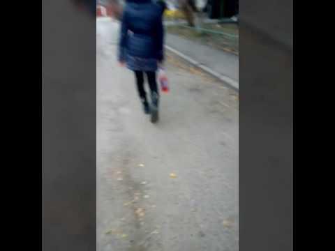 Пытается идти ровна надька - DomaVideo.Ru