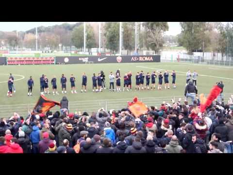 Il fantastico supporto degli Ultras Romanisti prima del derby
