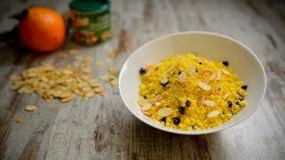 Misture os cuscuz com o Knorr Caldo Granulado Legumes, os coríntios e a raspa da casca da laranja.
