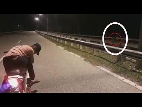 Мотоцикл-призрак, едущий сам по себе, попал на видео