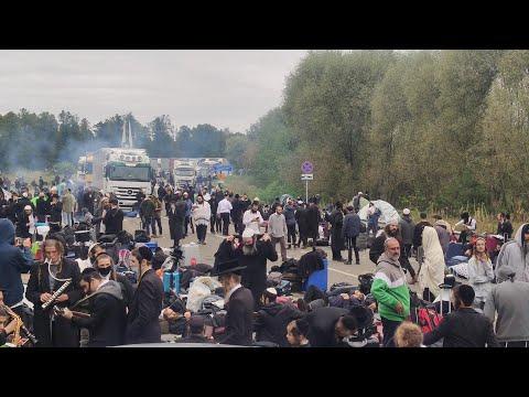 Хасиды на границе